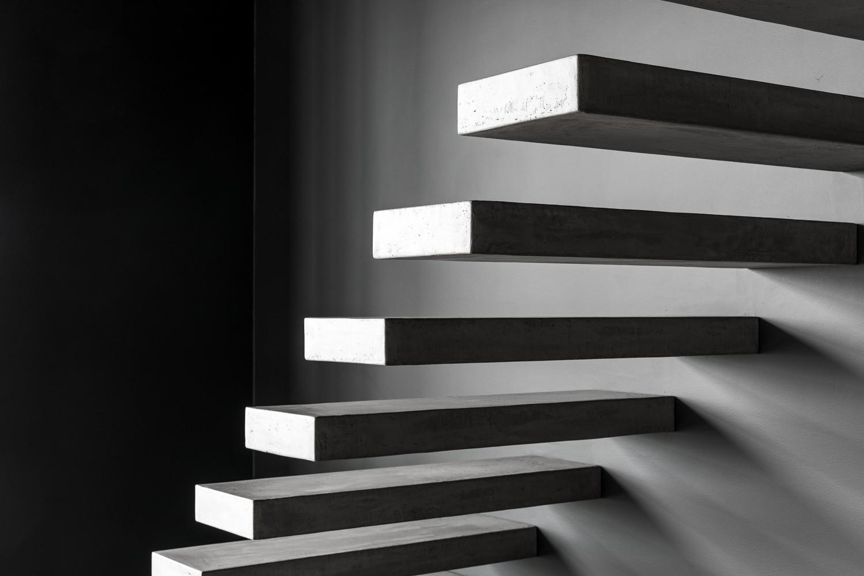 Wallclimber concrete: zwevende betonnen trap genico